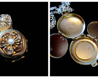 Vintage 4 Picture  Locket Necklace - Floral Pearl
