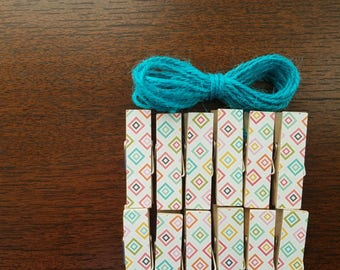 Set of 12, Geometric Diamonds Chunky Mini Clothespin Clips, Clothesline, w Bright Blue Twine for Photo Picture Display, Diamond Pattern