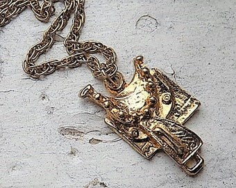 FREE SHIPPING Vintage Goldtone Saddle Pendant Charm Necklace