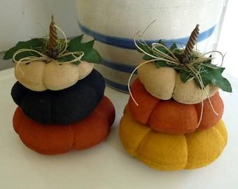 Primitive pumpkin stack  prim flattie pumpkins