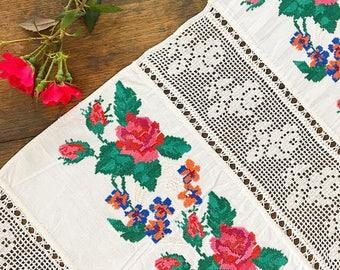 RESERVED... Take Time To Smell The Roses... Antique Vintage Handmade Cross Stitch Roses Filet Crochet Table Runner Tablerunner Linens Textil