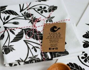 Black Strawberries Tea Towel, Berry Kitchen Decor, Block Print Cotton Dish Cloth, Handmade Home, Linocut Print, Berry Pattern, Gift for Cook