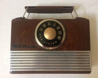 Vintage 40's Bakelite Portable Radio, RCA Victor, Leather Case