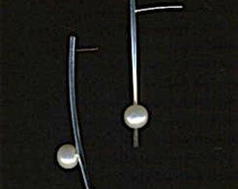 Minimalist curved bar drop earrings with pearl stud post