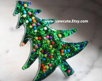 Christmas Tree Pin, Holiday Brooch, Christmas Pin, Holiday Gift for Her, Resin Pin, Christmas Accessories, Gift for Teen, Christmas Jewelry