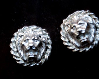 Exotic vintage 80s, silver tone metal, round  clip on earrings with a raised lion's face.