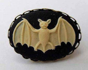 Vintage style, Victorian, Gothic bat cameo ring. Black cameo. Gothic wedding. Gothic gifts for her. Victorian style jewelry.