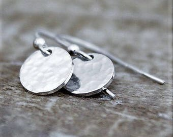 Silver Disc Earrings, Hammered Sterling Silver Disc Earrings, Small Round Disc Earrings, Simple Silver Circle Earrings,Gifts For Women
