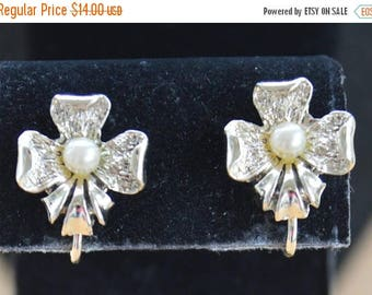 On sale Faux Pearl Floral Clip Earrings, Gold tone, Vintage (AL4)