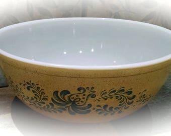 Pyrex Mixing Bowl / Homestead 4 Liter Mixing Bowl / Serving Bowl / Retro Serving Dish / Vintage Pyrex Bowl