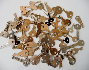 Lot Small Metal Keys - Some Vintage