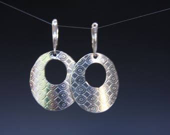 Sterling silver geometric round circle hoop textured leverback earrings