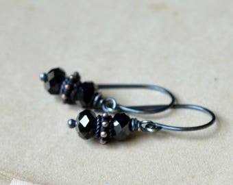 Sparkling black glass and sterling silver earrings - Catacombs