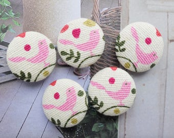 Chic Pink Tweeting Little Bird Birds Standing On The Tree-Handmade Fabric Covered Buttons(0.98 Inches, 5PCS)