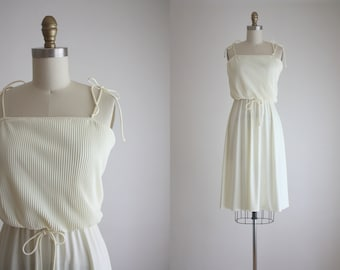 1970s cream pleat dress