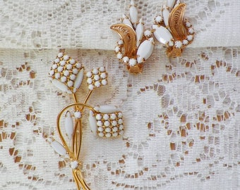 Pretty Faceted White Pieces Brooch / Pin and Clip On Earrings Set, Shiny Gold Tone Metal, Bride / Bridal, White Flower / White Flowers