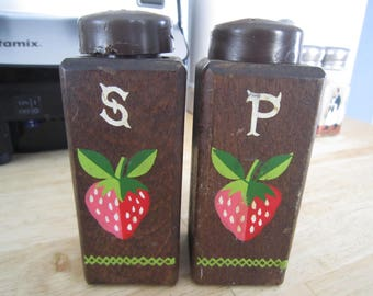 Woodcrest by Styson Strawberry Motif Salt and Pepper Shakers