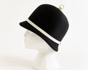 Vintage 1960s Womens Hat Pace-Setters by Mr. John Mod Cloche VGC Black Felted Wool White Leather Band