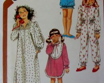 Uncut Girls Pajamas - Robe Sewing Pattern, Vintage 1980s. Simplicity 6178