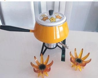 40% OFF Christmas in July Fun and groovy Vintage Mid Century Modern Daisies Fondue Pot/Set