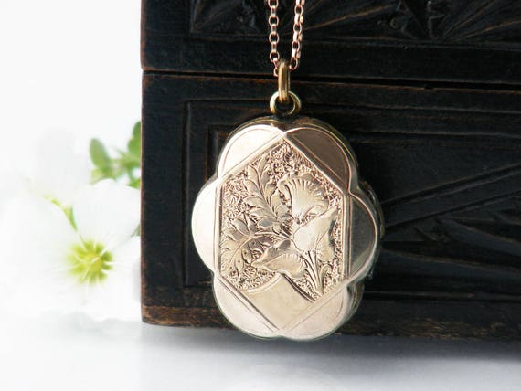 Victorian Locket | Antique Locket - Hand Chased Oval Photo Locket | 9ct Gold 'Back & Front' Locket with Scalloped Edges - 20 Inch Chain