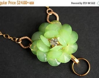 SUMMER SALE Green Lanyard. Green Flower Badge Necklace. Flower Lanyard Necklace. ID Badge Holder. Badge Lanyard Jewelry. Gold Lanyard.