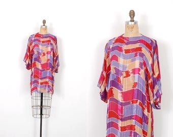 Vintage 1980s Blouse / 80s Silk Farm Printed Tunic Top / Red and Purple ( S M )