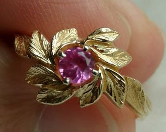 Vintage 14k gold bubblegum pink sapphire solitaire foliate leaf design ring - vintage jewelry