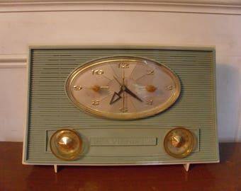 Vintage 1950s/1960's  Victor Clock/Radio  Model 1-RD-45