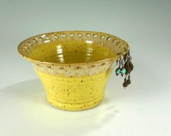 Pottery earring organizer, large ceramic earring holder, ceramic earring bowl, stoneware jewelry holder, ceramic jewelry bowl yellow glaze