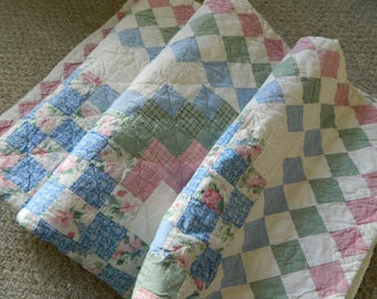 Hand-stitched Beautiful Quilt Great Condition