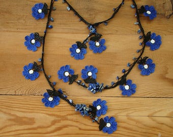 crochet lariat necklace, blue white flower
