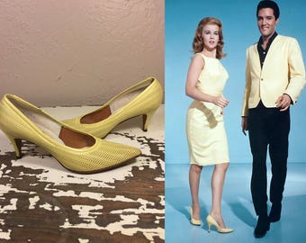 The Girl Can't Help It - Vintage 1960s Lemon Yellow Mesh Leather Heels Shoes Pumps - 8