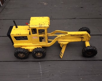 Tonka yellow Grader 1967 vintage  made in USA metal stamped toy