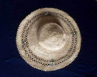 Vintage large raffia or straw beach or sun hat cartwheel style with openwork and flowers - chin strap c.1940s