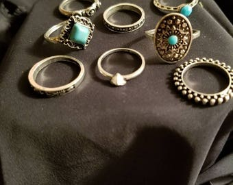 Eight midi rings size 4 to 7