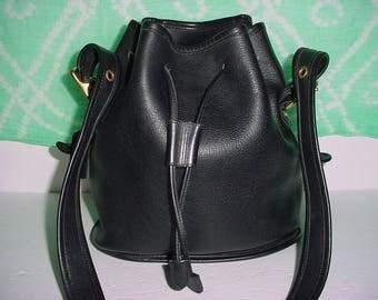 Vintage Coach black leather drawstring Duffel Shoulder bag .