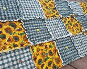 Sunflower Table Runner in Green Homespun, Farmhouse Decor, Rustic Cabin Runner, Floral Table Runner, Handmade in NJ