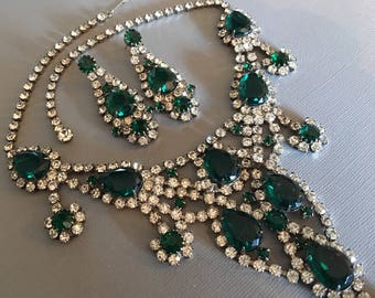 Vintage Rhinestone Necklace Set in Emerald Green with Long Earrings in silver tone metal wedding bridal Holiday party jewelry