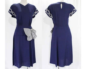 Size 10 1940s Dress - Midnight Blue Rayon Crepe Dress - WWII 40s Era 40's Rayon - Peplum & Gingham Bow - Short Sleeve - Bust 38 - 49265
