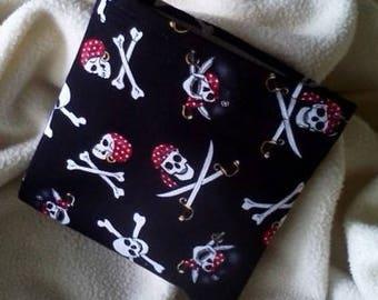 """Kid's Sandwich Bag, Reusable Snack Bag, Sandwich Bag, Eco Lunch Bag, Pirate Snack Bag, Party Favor, Grab Bag Gift,""""Skull & Crossbones!"""""""