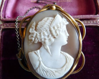 Antique Victorian Classical Pinchbeck Italian Carved Shell Cameo Brooch