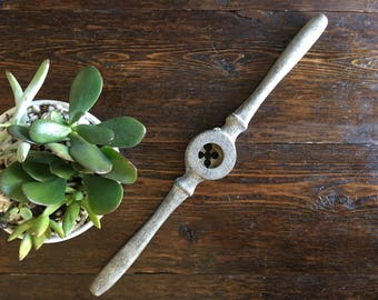 """Tap die wrench with 3/4"""" no 16 / vintage tool"""