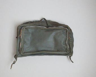 Memorial SALE - 15% off - vintage 1960s MILITARY FLYER'S clothing bag vietnam era sage olive green - As is