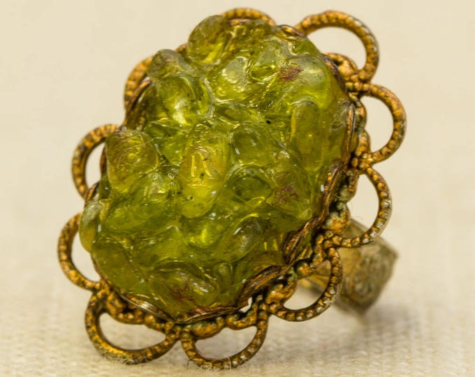 Green Peridot Crystal Vintage Ring Gold Oval Filigree Etched Metal Adjustable Size 7RI