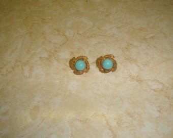 vintage clip on earrings goldtone swirl turquoise stone