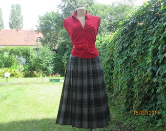 Pleated Wool Skirt / Pleated Skirt / Woolen Skirt / Skirt Vintage / Tartan Wool Skirt / Plaid Wool Skirt / A Line Skirt / Size EUR42 / UK14