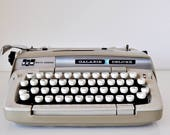Vintage Manual Typewriter Smith Corona Galaxie Deluxe in Case