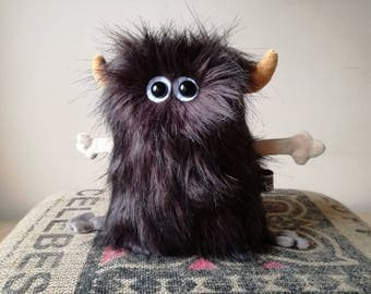 Furry Muma Brown Monster Plushie, Little Pocket Fur Monster Stuffie Toy, Funny Pocket Plush