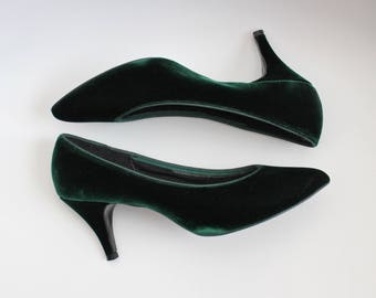 80s Green Velvet Heels / Velvet Shoes / Party Shoes / Holiday / 1980s Pumps / Ballroom/ 80s Green Kitten Heels / Size 8 - 8.5